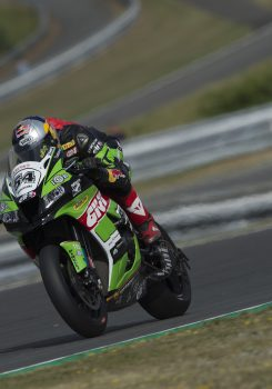 Il team Kawasaki Puccetti Racing primo team privato in Gara 1 Superbike a Brno con la top ten di Toprak Razgatlioglu.