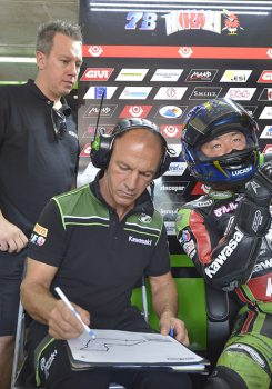 I piloti del team Kawasaki Puccetti Racing pronti per la battaglia finale Supersport in Qatar